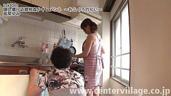 Хрупкая бабушка с упругой попкой потрахалась с фаллоимитатор в ванной