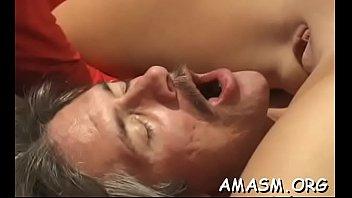 Мама с пухлыми губками доводит факера до сквирт оргазма минетом