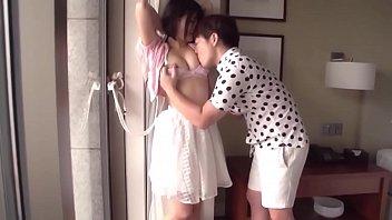 Сука выполняет минет своему парню и показывает в секс чате