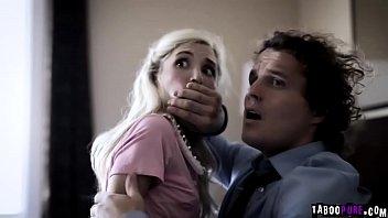 Созрелая женщина чпокается с пасынком на диване