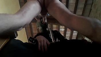 Лезбиянки устроили розовый траходром на диване